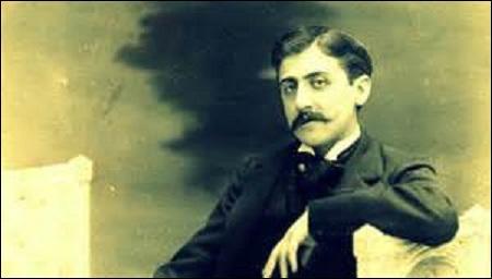Héroïne de l'œuvre majeure de Marcel Proust (1871-1922) intitulée  À la recherche du temps perdu , écrit entre 1908-1909 et 1922, publié en 7 tomes de 1913 à 1927, dont les 3 derniers parurent après le décès de mon auteur. Je raconte ma vie de femme qui tente de rassembler autour de moi un groupe à qui je veux imposer, avec leur consentement, mes goûts et tenter de diriger leur vie sentimentale.