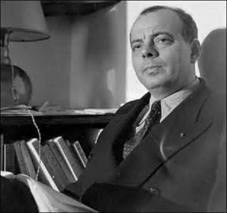 Oeuvre la plus connue d'Antoine de Saint-Exupéry (1900-1944), publiée en 1943 à New York simultanément en anglais et en français, je suis un conte poétique et philosophique sous l'apparence d'un conte pour enfants. D'un langage simple et dépouillé pour être compris de ces derniers, je relate dans chaque chapitre une rencontre qui me laisse perplexe sur le comportement absurde des adultes, je suis :