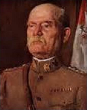 Né le 31 décembre 1853 en Pennsylvanie, promu général le 6 octobre 1917, j'affecte le 17 novembre de la même année le poste de représentant militaire permanent ainsi que celui de chef de l'armée de mon pays. Atteint par la limite d'âge, j'abandonne mes fonctions avant d'être rappelé en 1918. Participant à la conférence de paix à Paris, je décède à Washington le 9 novembre 1930, je suis :