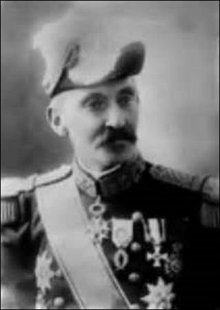 Né à Charleroi en 1855, commandant de 1912 à 1914 la  place fortifiée de Namur , contraint de me replier en août 1914 sur Anvers, je participe à la bataille de l'Yser du 17 au 31 octobre 1914. M'associant à l'offensive général des alliés le 8 novembre 1918, j'atteins la ville de Gand. Dirigeant les troupes belges en Rhénanie (Allemagne) jusqu'à ma retraite en 1920, je décède en 1931, je suis :