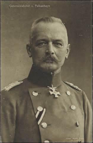 Né en Pologne en 1861, général d'infanterie prussien, je deviens ministre de la Guerre de 1913 à 1915 puis chef de l'état-major général de septembre 1914 à août 1916. Faisant partie des organisateurs de  l'offensive de Verdun , je suis contraint de démissionner et suis envoyé en Transylvanie où je conquiers à la fin de 1916 la Roumanie. Terminant le conflit en Palestine, je décède en 1922 :