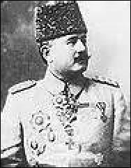 Né en 1864, général ottoman, je commande pendant la Grande Guerre la VIème Armée turque de 1915 jusqu'à la fin du conflit. Combattant notamment en Mésopotamie (Moyen-Orient), je suis dans le même temps gouverneur de la province de Bagdad. Décédé en 1923, je me nomme :