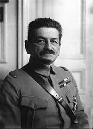 Né à Sarrebourg (Moselle) en 1866, général français, je commande de 1914 à 1915 la 5ème division d'infanterie de Rouen. Reprenant le fort de Douamont le 22 mai 1916 avec peu de pertes car bien préparé, je participe par contre au désastre de l'offensive de Nivelle au chemin des Dames en 1917. Disparu en 1925, je me nomme :