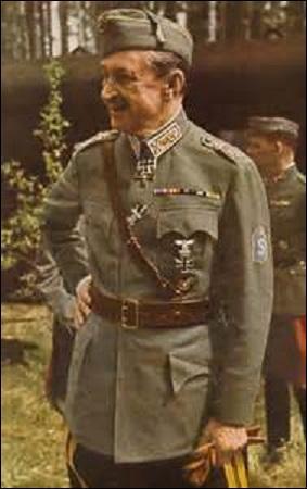 Baron et maréchal finlandais, né en 1867, président de ce pays entre 1944 et 1946, je suis pendant la Grande Guerre commandant en chef des forces finlandaises, poste que j'occuperai aussi durant le 2ème conflit mondial. Servant dans la cavalerie sur les fronts austro-hongrois et roumain, mon courage et ma valeur sont vite reconnus par les alliés. Décédé à Lausanne (Suisse) en 1951, je suis :