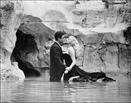 Le 5 février, quelques heures après l'accouchement de ma maman, sort le film de Fellini  La dolce vita . Que lui arrivera-t-il ?