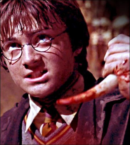 Que se passe-t-il lorsqu'Harry transperce le journal de Jedusor avec le crochet du Basilic vaincu ?