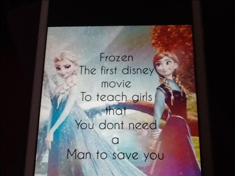 Où Elsa a-t-elle touché Anna (quand elles sont grandes) ?