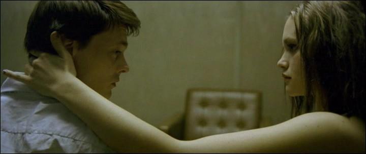 Naboer  (Next Door - 2005), c'est du Hitchcock psychologique puissance 10 : ajoutez-y de la froideur, une sexualité particulière et un maelström dans la tête et vous ne saurez même plus de quel pays vient son réalisateur, Pål Sletaune.