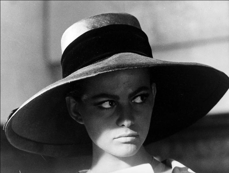 Un film moins connu de Luchino Visconti, où il est sourdement question d'inceste entre une sœur (Claudia Cardinale) et son frère.