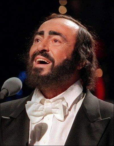 Est-ce que le ténor italien  Luciano Pavarotti , pousse toujours la note avec talent (28 mars 2014) ?