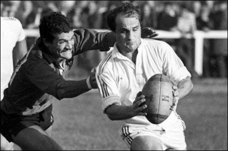 Est-ce que  Jacques Fouroux , joueur et manager de rugby d'exception, est toujours de ce monde (28 mars 2014) ?