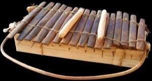 Cameroun : instrument de percussion !