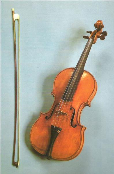 Stradivarius : les quatre cordes sont frottées par :