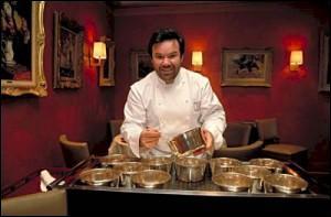 Depuis 47 ans, il obtient 3* au Guide Michelin, la célèbre maison qui porte son nom est située à Roanne, quel est son nom ?