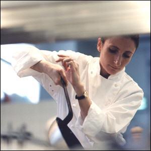 Anne Sophie Pic a pris la succession de son père et ne faillit pas à sa réputation en obtenant 3* au Michelin depuis 8 ans. Où est située  La Maison Pic  ?
