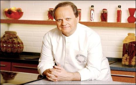 Chef du Concorde à Paris en 1981, il se met à son compte en ouvrant le  Jamin , conseiller technique de la firme Fleury Michon pour la cuisine industrielle, il a un grand restaurant à Tokyo, son restaurant parisien porte son nom, il fut sacré  cuisinier du siècle  par le Gault et Millau, qui est ce célèbre chef ?