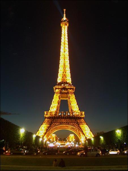 Dans quel arrondissement se trouve la tour Eiffel ?
