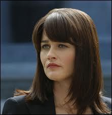 Elle est bien mignonne la fliquette brunette Teresa Lisbon, mais elle a les traits tristes, yeux et sourire tombants. Elle officie dans quelle série ?