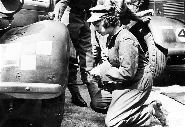Quel métier la reine Elizabeth II a-t-elle exercé durant la Seconde Guerre mondiale ?