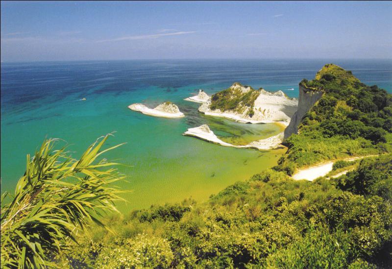 Parmi ces îles, laquelle appartient à la Grèce ?