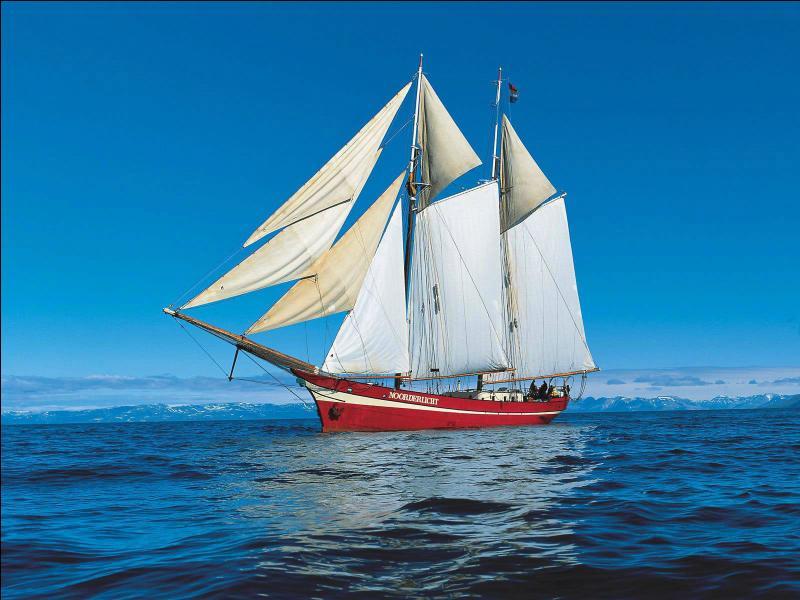 Que signifient les termes bâbord/tribord ?