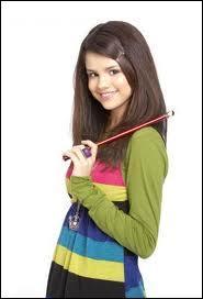 Quel est le prénom (et le nom) de l'actrice qui joue Alex Russo dans Les sorciers de Waverly Place ?