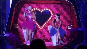 Quelle est la chanson que Ludmila et Nata chantent ensemble ?