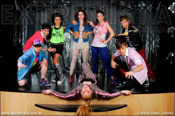 Quelle est la chanson dans laquelle Ludmila, Maxi, Nata, Camila, Francesca et León chantent tous ensemble :