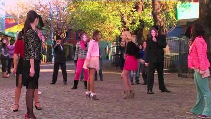 Quelle est la chanson dans laquelle Violetta et Ludmila chantent ? (indice : c'est Ludmila qui s'imagine que Violetta est là-bas )