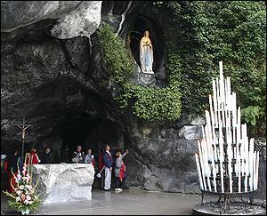 Bernadette Soubirous. 18 apparitions de la Vierge Marie !