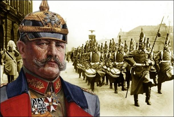 Paul Von hindenburg devient Chef du Grand état-major allemand en 1916 succédant a Erich von Falkenhayn. Au début du conflit en août 1914, il redressera une situation difficile en battant les Russes à...