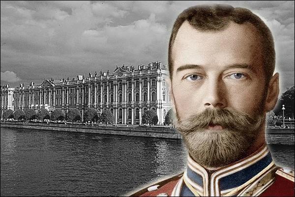 Nicolas II est « tsar de toutes les Russies », de 1894 à 1917.Quel surnom lui donnèrent les bolcheviks après l'entrée en guerre en 1914 ?