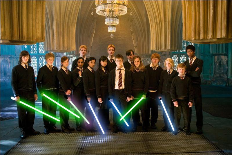 Le temps des baguettes magiques est révolu ! Place aux sabres laser de  Star Wars  ! Savez-vous dans quel endroit la première réunion de  l'armée de Dumbledore  s'est-elle tenue ?