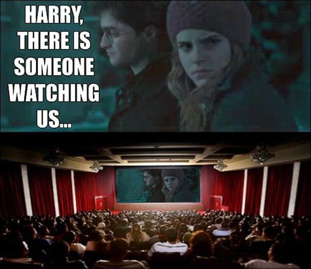 Un peu d'anglais, ça vous dit ? Comment peut-on traduire en français la phrase suivante :  Harry, there is someone watching us...   ?