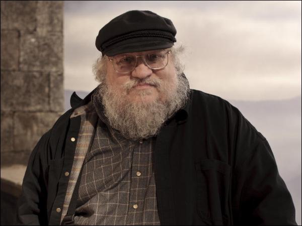 """Game of Thrones est l'adaptation télévisuelle d'une célèbre saga de romans, dont l'écriture entamée en 1991 n'est toujours pas terminée. Quel est l'auteur de cette série de romans nommée """"A Song of Ice and Fire"""" ?"""