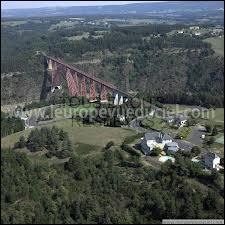 Nous commençons par une visite du village auvergnat d'Anglards-de-Saint-Flour. Porte d'entrée du Viaduc de Garabit, ce village se situe dans le département ...