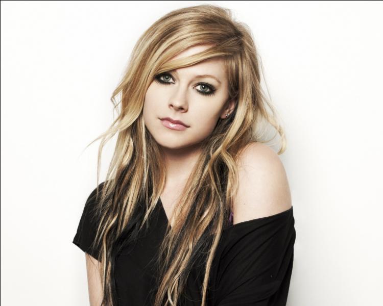 Elle se nomme Avril Lavigne, où est-elle née ?