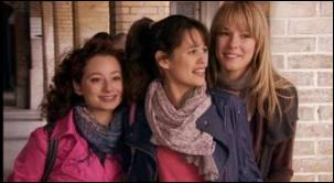 Quel est le prénom de l'amie de Clem et Alizée, à gauche sur la photo ?