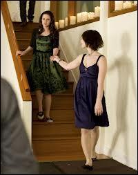 Quelle est la couleur de la robe d'Alice pour l'anniversaire de Bella ?