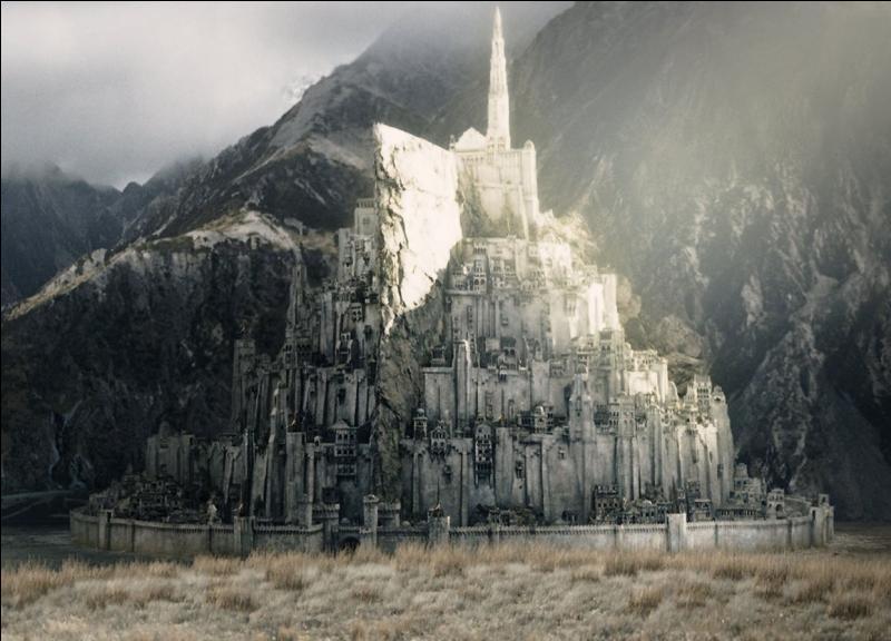 Dans quelle saga peut-on contempler cette cité fortifiée ?