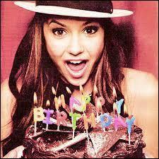 Quelle est la date de naissance d'Elena ?