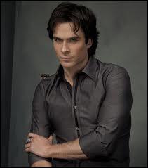 Dans la saison 4, qui voit Elena à la place de Stefan ?