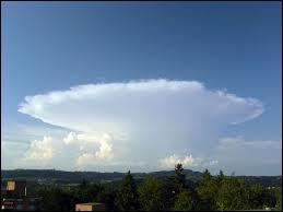 Ce nuage est également très connu. C'est le nuage le plus dangereux de la nature car c'est celui qui donne naissance aux orages, voire même parfois aux tornades. Il s'agit du ...