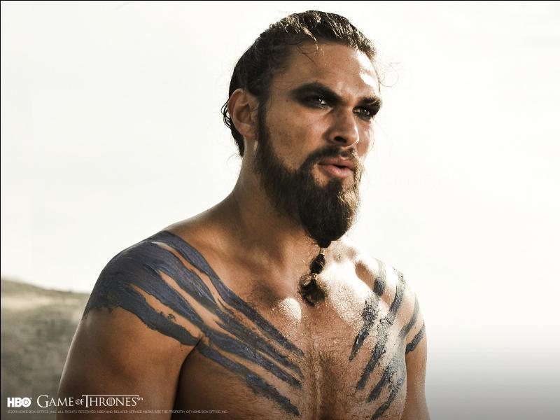 Selon les vœux de son frère Viserys III Targaryen, quel puissant seigneur de guerre dothrak Daenerys doit-elle épouser ?
