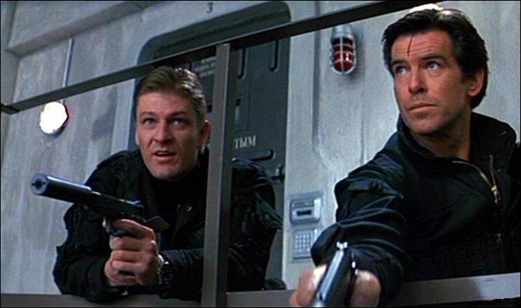 À gauche sur la photo, il joue l'agent 006 dans GoldenEye, mais qui est-il dans Game of Thrones ?