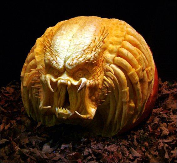 Ne vous fiez pas à sa tronche de citrouille, c'est une créature meurtrière, amateur de trophées humains !