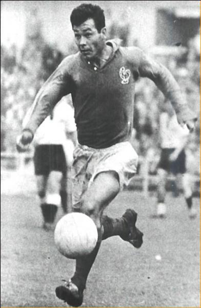 Qui est cet ancien joueur français, détenant le record d'avoir inscrit le plus de buts en Coupe du monde ?