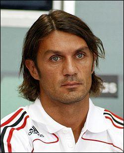 Qui est cet ancien joueur italien, célèbre pour avoir fait toute sa carrière à l'AC Milan ?