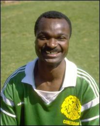 Qui est cet ancien joueur camerounais, célèbre pour avoir joué son dernier match en sélection à 42 ans ?