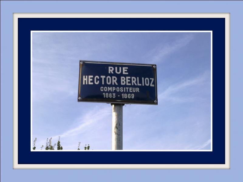 Et si je vous dis que, dans la rue Berlioz à Rochefort (Charente Maritime), ce panneau est visible : est-ce que vous tomberez dans le panneau ?